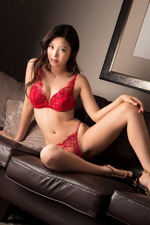 水稀みり | プレステージ http://www.prestige-av.com/actress/actress_detail.php?name=mizukimiri&actress_id=5398 #水稀みり #Miri_Mizuki
