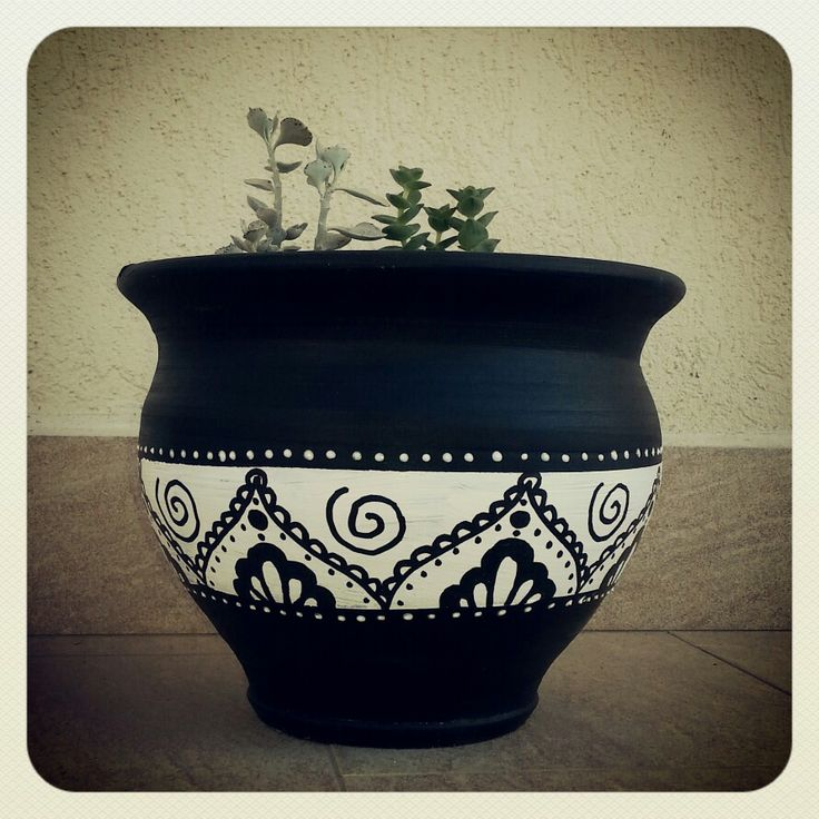 #zentangle#doodle#handpainted#terracotta#pot#design#decoration#diy#indian