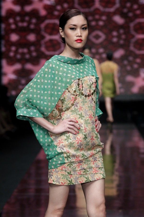 hutama adi for danar hadi @Jane Izard Wilder 2012...color block batik------------interesting contrast