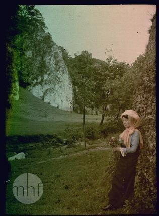 Portret kobiety. Fotograf Tadeusz Rząca. Polska - Kraków. 1910-1920. Utwór w domenie publicznej.
