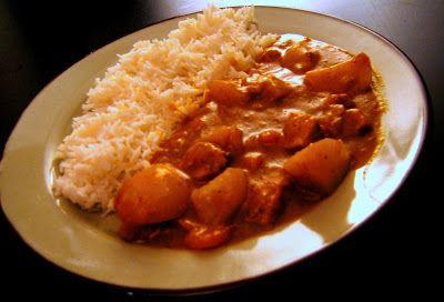 Most biztos lesznek olyanok, akik azt mondják, hogy ez hülyeség, a curry nem is japán étel! Mások pedig mondhatják, hogy milyen japánételblog az olyan, amelyik nem évszak szerint csoportosítja az ételeket. Nos, az első képzeletbeli kritikára válaszként elmesélnék egy jó 12 éve történt esetet. Tokió külvárosába voltam...
