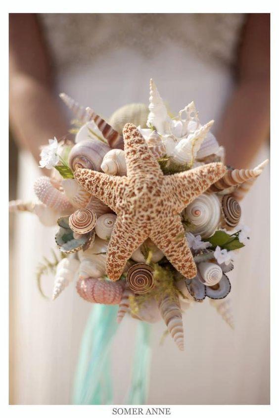 E para casar na praia, que tal um buquê de conchas?