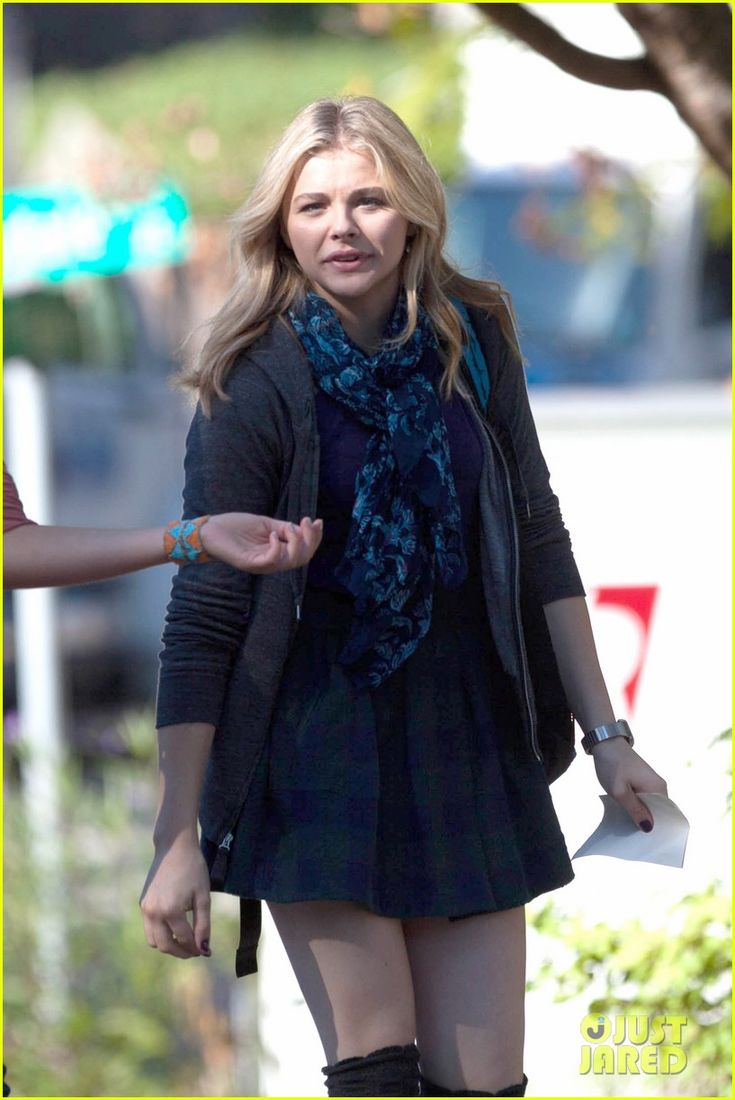 chloe moretz films 5th wave georgia 02 Chloe Moretz dresses up as Cassie Sullivan as she starts filming for The 5th Wave in Atlanta, Georgia on Saturday afternoon (October 18).