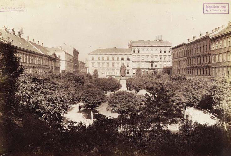 József nádor (József) tér. A felvétel 1890 és 1894 között készült. A kép forrását kérjük így adja meg: Fortepan / Budapest Főváros Levéltára. Levéltári jelzet: HU.BFL.XV.19.d.1.07.200