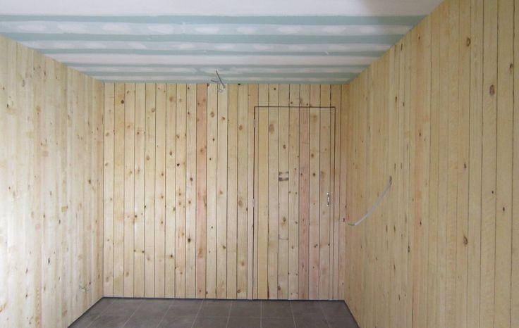 Kelder inrichten WR plafond en muren in grenen hout | HSM Interieur & Afwerkingsbedrijf