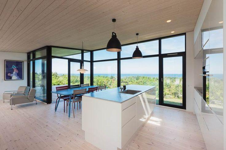 Kunne man ikke godt åbne køkkenet op ud mod haven mod nord, sådan her?
