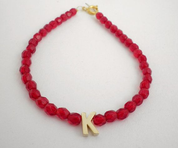 Initial letter bracelet Red beaded gold initial by dadahandmade, €9.00