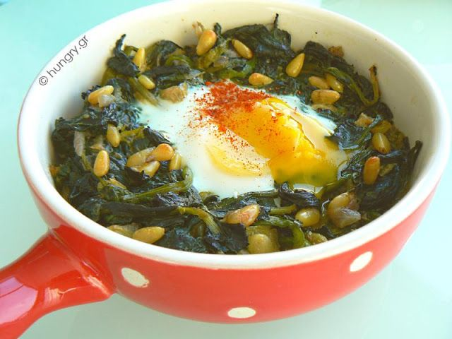 Kitchen Stori.es: Σπανάκι με Αυγά και Κουκουνάρι