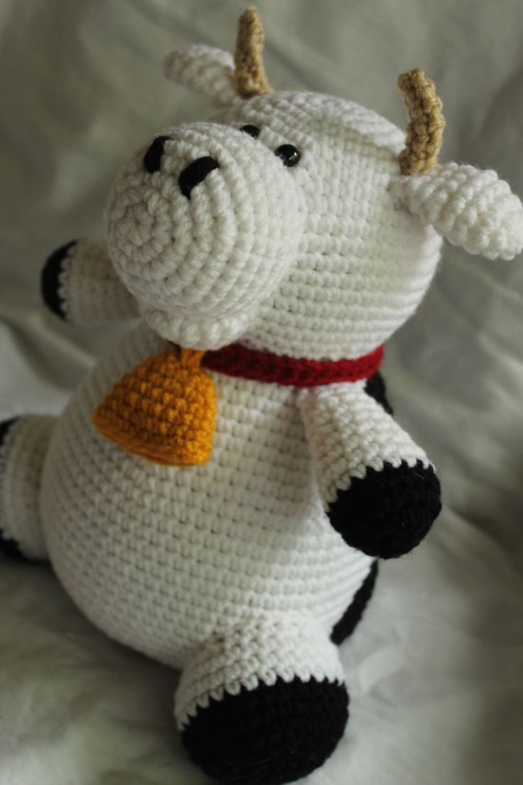 Charlie the Cow - Amigurumi Plush Crochet PATTERN ONLY (PDF) by daveydreamer on Etsy https://www.etsy.com/listing/151631293/charlie-the-cow-amigurumi-plush-crochet