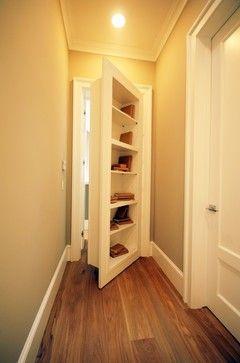 Versteckte Räume oder Durchgänge.