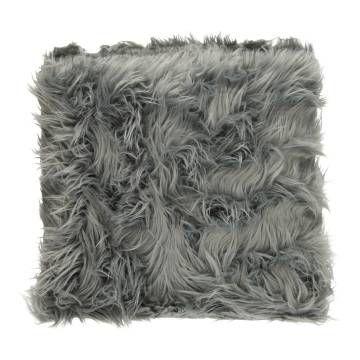 Dit zachte kussen van grijs imitatie bont zorgt voor een warme sfeer in je huis. Leuk voor in een landelijk, klassiek of brocante woning. Inclusief binnenkussen.