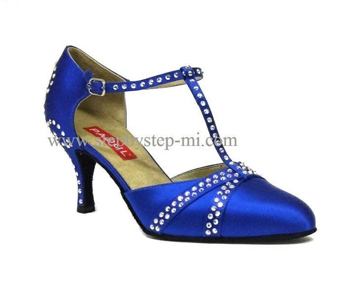 scarpa chiusa in raso blu  decorato a mano con strass aurora boreale, suola in bufalo, tacco 70#stepbystep #ballo #tango #liscio #scarpedaballo #danceshoes #cute #design #fashion #shopping #shoppingonline #glamour #glam #picoftheday #shoe #style #instagood #instashoes  #instaheels #stepbystepshoes #cute #ballroom #strass  #rhinestones #blu