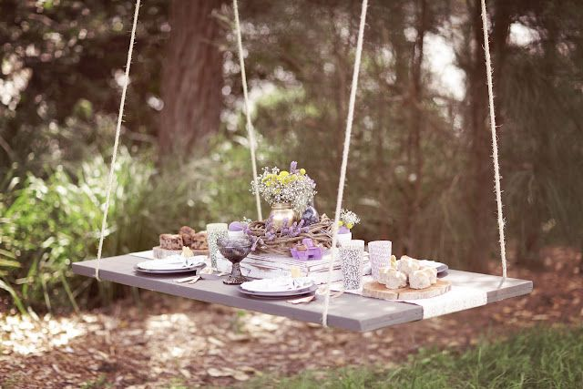 Coqueta mesa colgante para el jardín