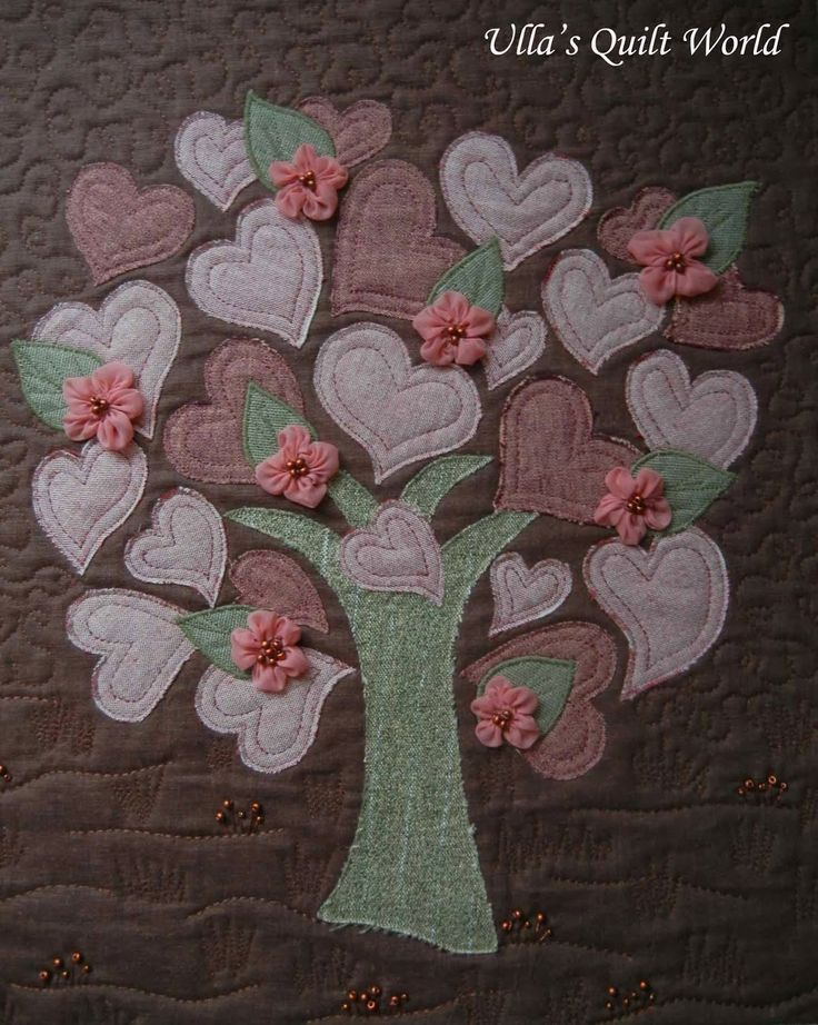 Quilted tree wallhanging with hearts