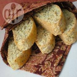 Biscotti alle mandorle con limone e semi di papavero @ allrecipes.it