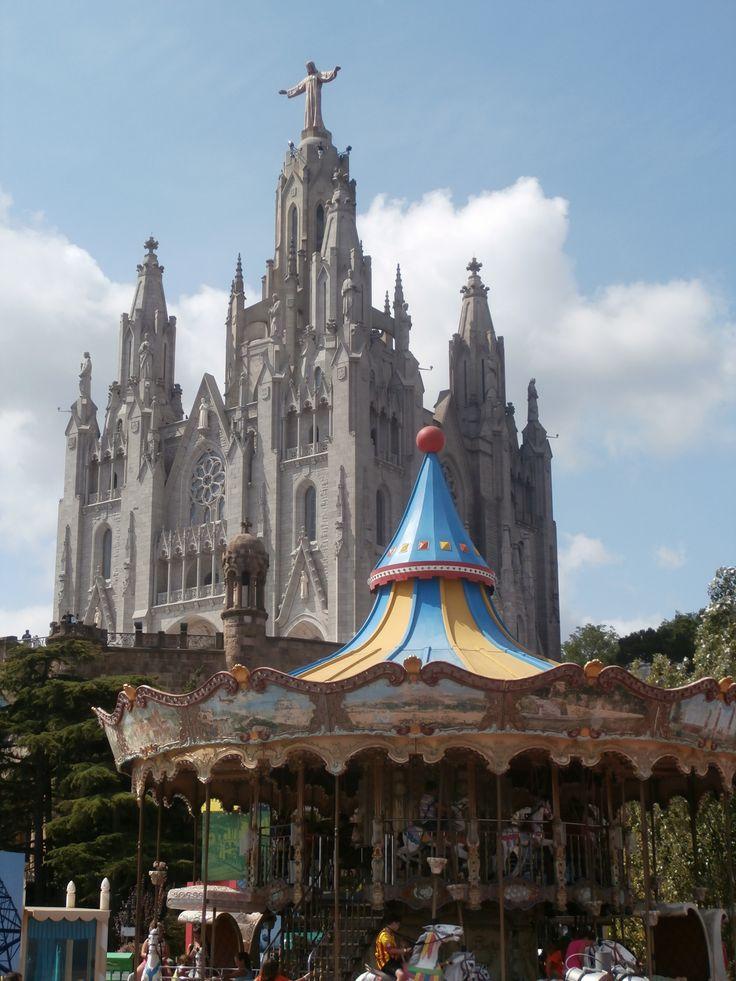 Eglise tibidabo barcelone espagne voyages pinterest meilleures id es barcelone espagne - Casa vives gaudi ...