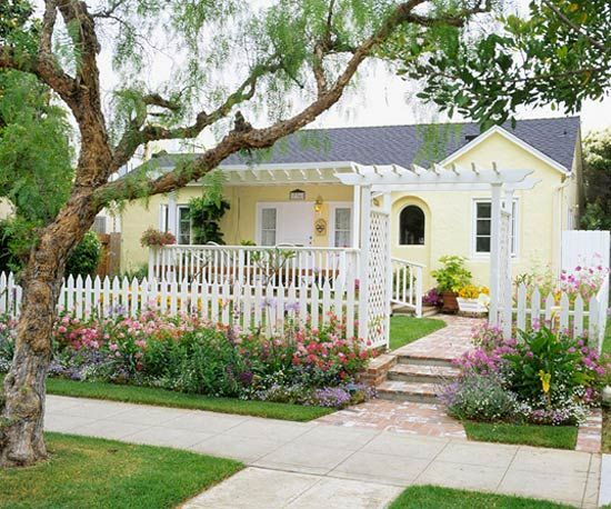 Just a cute Little Yellow Cottage!-: Yellow Cottages, Idea, Cottages Gardens, Frontyard, Yellow Houses, Curb Appeal, Small Home, Front Yard Landscape, White Picket Fence