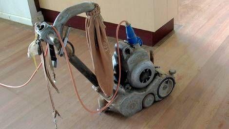 Parkett schleifen mit der Schleifmaschine