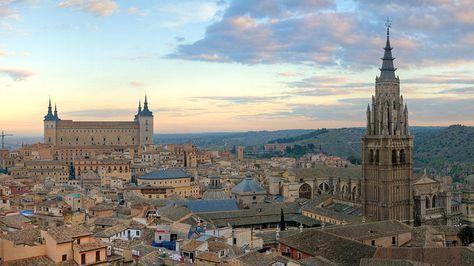Viajes en España: Dónde comer en Toledo: bares, qué hacer y qué ver para disfrutar de la ciudad Viajes. Esta ciudad castellanomanchega es el entorno ideal para disfrutar de una amplia oferta turística que comprende, entre otros, gastronomía, monumentos, historia y diversión