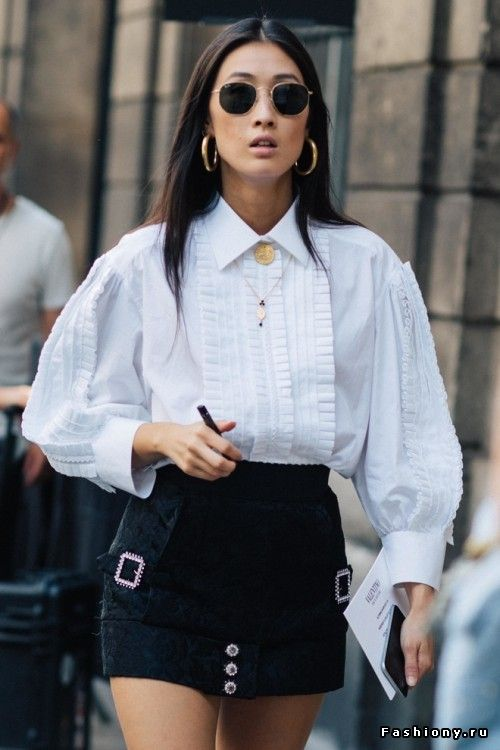 Fashion Week Haute Couture осень-зима 2017-2018 - street style white blouse and a black miniskirt.