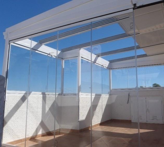 Los Techos de Cristal aportan luz y transparencia al lugar que desea cerrar además de aportarle un valor a la vivienda.