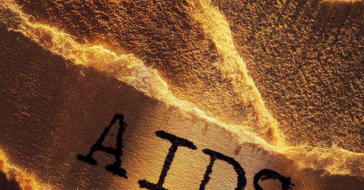 Como a AIDS é transmitida?. Tecnicamente duas doenças diferentes, HIV (Vírus da Imunodeficiência Humada) e AIDS (Síndrome da Imunodeficiência Adquirida). Isso pode ser considerado duas fases de uma doença auto-imune. HIV é a infecção inicial do vírus, que funciona de duas maneiras: mata as células imunológicas saudáveis e engana o corpo para atacar a si mesmo, destruindo as ...