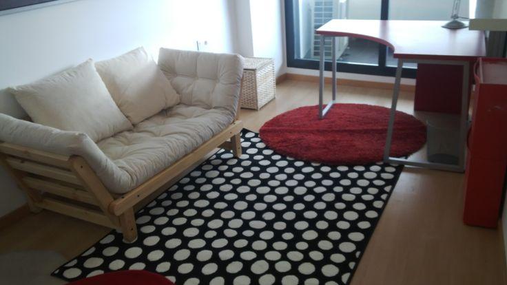 Espacio múltiple entre estudio salita y dormitorio de invitados.