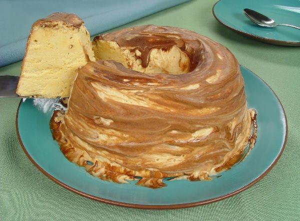 O Pudim de Sorvete de Doce de Leite é delicioso, fácil de fazer e vai refrescar toda da família. Faça e receba muitos elogios! Veja Também:Pudim de Sorvet