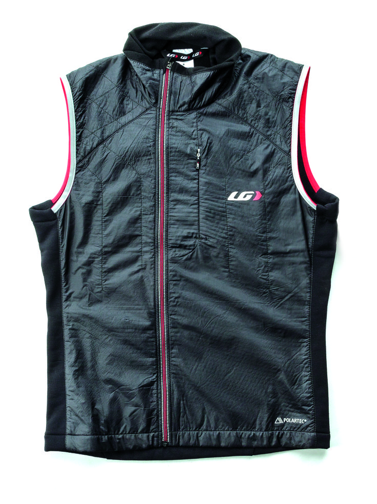 The hybrid construction of the Alpha Vest combines X-Lite 19 fabric that is ultralight and blocks headwinds with 60 g of Polartec® Alpha® Insulation. The heavyweight Polartec® Drytex 6000 on the back insulates and stretches for freedom of movement. The full-length front zipper is offset for enhanced comfort when layering with another zippered jersey and/or jacket.