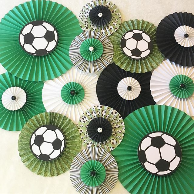 ⚽️GOAL!⚽️ Love how this backdrop can be used for so many different events! And as always- all backdrops can be customized! #soccer #soccergirl #soccerboy #soccertheme #soccerparty #soccerbirthday #teamparty #greenandblack #paperfans #partydecorations #soccerball
