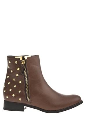 Låga bruna skor med guldnitar    Klackhöjd: 3 cm  Skafthöjd: 13 cm  Omkrets: 26,5 cm  Ovandel: Annat  Foder: Tyg  Innersula: Annat  Sula: Annat