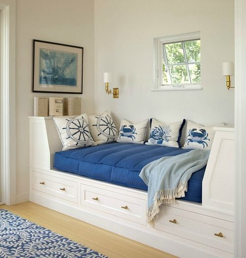Dreamy coastal day bed ideas... http://www.completely-coastal.com/2017/06/coastal-daybed-ideas.html Got a nook somewhere in your home? Check out these gorgeous and cozy day bed ideas!