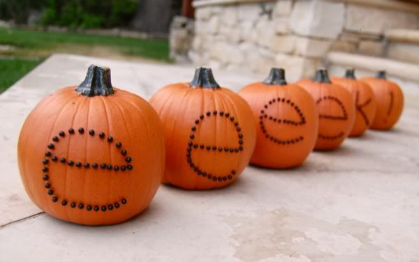 Easy Halloween craft project: Spell out creepy words on mini pumpkins: Pumpkin Ideas, Pumpkin Crafts, Halloween Decor, Halloween Pumpkins, Halloween Crafts, Carvings Pumpkin, Halloween Ideas, Jack-O'-Lantern, Diy Fall Crafts