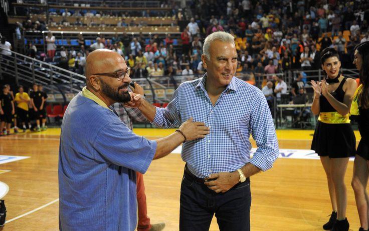 Όταν συναντήθηκαν ο καλύτερος καλαθοσφαιριστής με τον καλύτερο κωμικό σε ένα γήπεδο μπάσκετ (pics)