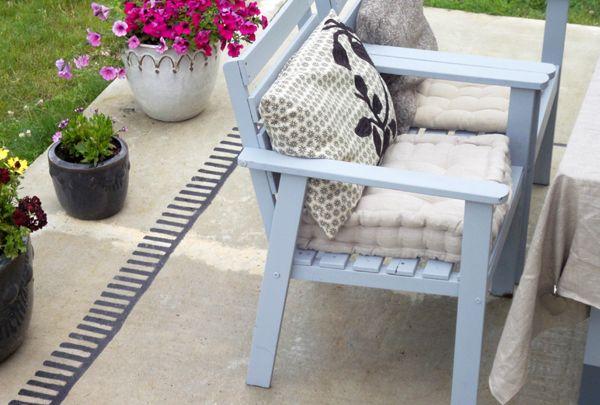 tapis d'extérieur peint sur le béton qui n'avait aucun intéret !!!!! Very Good Idea !