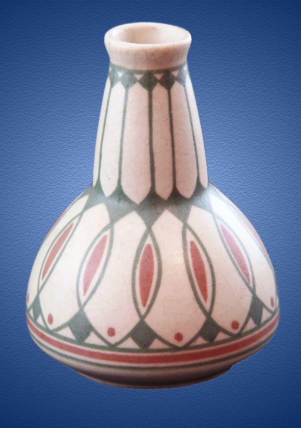 Nr.: 191, Te koop aangeboden sieraardewerk van de Distel Plateel Vaas, groen/rood decor , Hoog 12,5 cm , Diameter 8,5 cm , ontwerp Bert Nienhuis