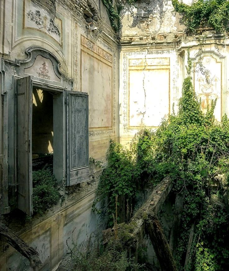 captured in the abandoned Villa.. Italy   by LichtGespiele