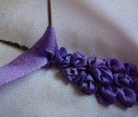 Silk Ribbon Embroidery: Tutorial - Delphiniums in Silk Ribbon Embroidery et beaucoup d'autres fleurs