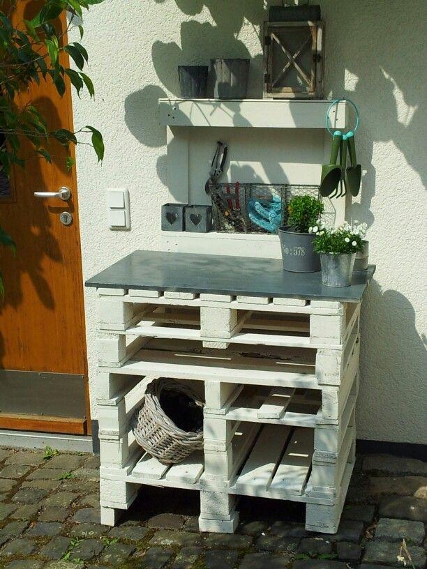 die besten 17 ideen zu pflanztisch aus paletten auf pinterest palettengartenmauern. Black Bedroom Furniture Sets. Home Design Ideas