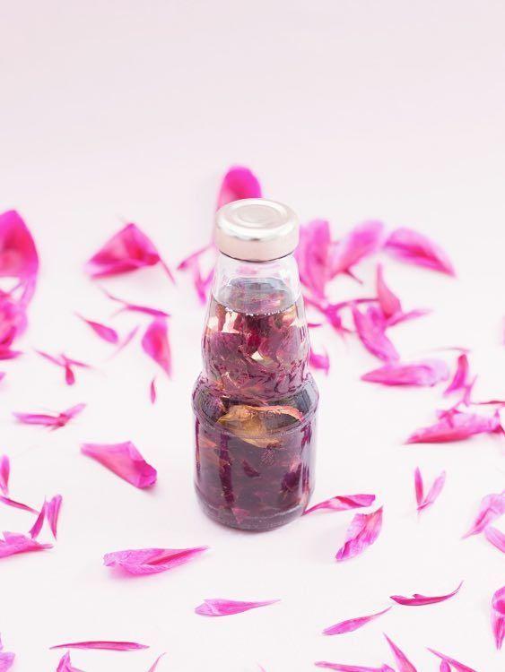 DIY-Anleitung: Rosen-Lavendel-Massageöl zum Entspannen selber machen via DaWanda.com