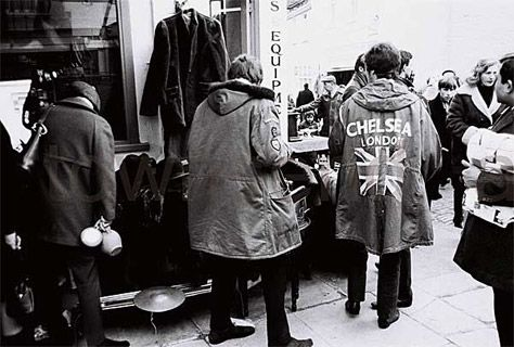 Mods at Portobello Road Market (1964).  photographed by Philip Townsend