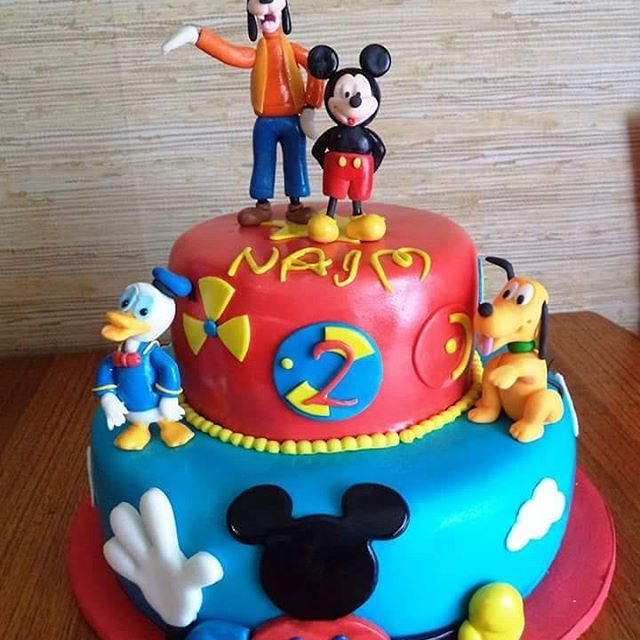 #Mickey #fondant #cake by Volován Productos #instacake #puq #Chile #VolovanProductos #Cakes #Cakestagram #SweetCake