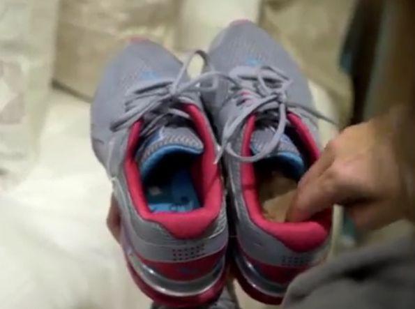 Stinken je schoenen? Doe er een oud theezakje in en laat een nacht staan