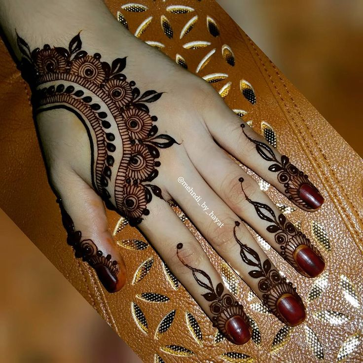 Lots of design I have to post which I did in this last 2 days!  Finally tmrw india will be celebrating Eid-ul-fitr✌  Chandmubarak  #mehndi_by_hayat