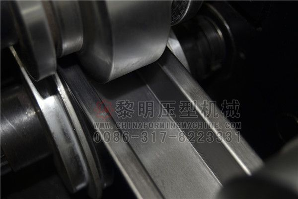 #Omega is a strip or plate cold-rolled forming a profile, widely used in the agricultural greenhouse purlins, sunshine greenhouse beams, RV profiles, solar stents, large steel structure of the purlins and other fields, hot-dip galvanized raw materials, With a long life, beautiful, easy installation, bearing capacity and other characteristics.