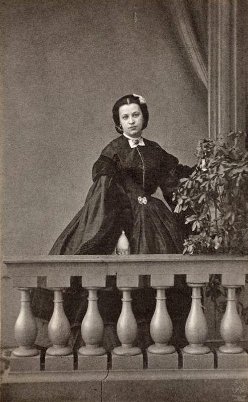Наталья   Александровна   ,  графиня  фон  Меренберг,  дочь  А.С.  Пушкина  (1836  -  1913). Первый  брак  -  Дубельт, второй  брак  -  принц  Николай-Вильгельм  Нассауский .  В этом браке родилось трое детей: Софья, Александра и Георг-Николай.