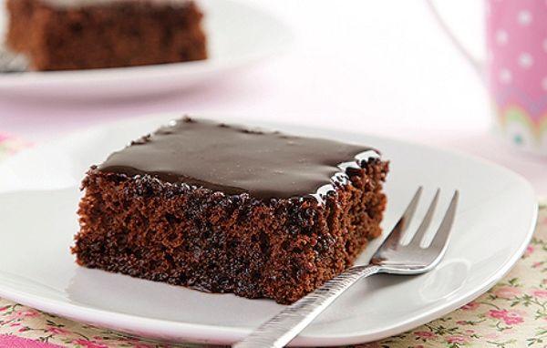 A nega maluca é um bolo de chocolate macio e com cobertura. (Foto: Divulgação)