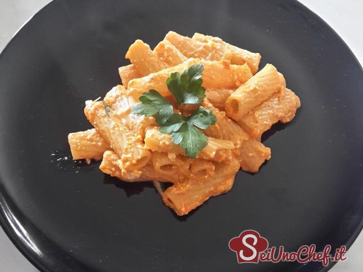 Questa è una ricetta di un primo piatto molto gustoso ed invitante fatto con peperoni e ricotta. Ottimo anche per i vegetariani! Vegetarian pasta peperoni ricotta