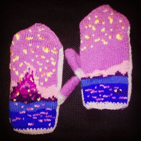 From my favourite Disney movie #tangled #knitting #handmade #gloves #rapunzel #princess #disneyprincess #disneyprincesses #nerd #geek #księżniczkidisneya #roszpunka #zaplątani #dziewiarstwo #rękawiczki #tangledfanart #disneyfanart https://www.etsy.com/listing/478633998/tangled-gloves?ref=shop_home_active_1