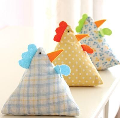 Create your own cute hen bean bags with this easy downloadable pattern.